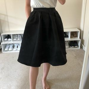 Midi Black Skirt with pockets